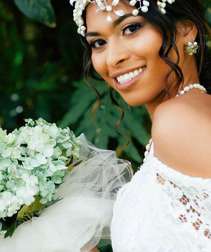 Vístete con glamour y sencillez, sin olvidar tus mejores pendientes de novia